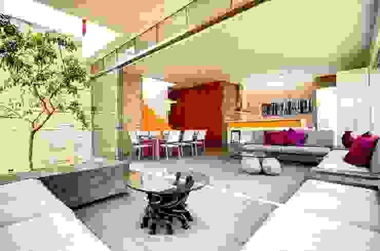 Casa Seta Гостиная в стиле модерн от Martin Dulanto Модерн