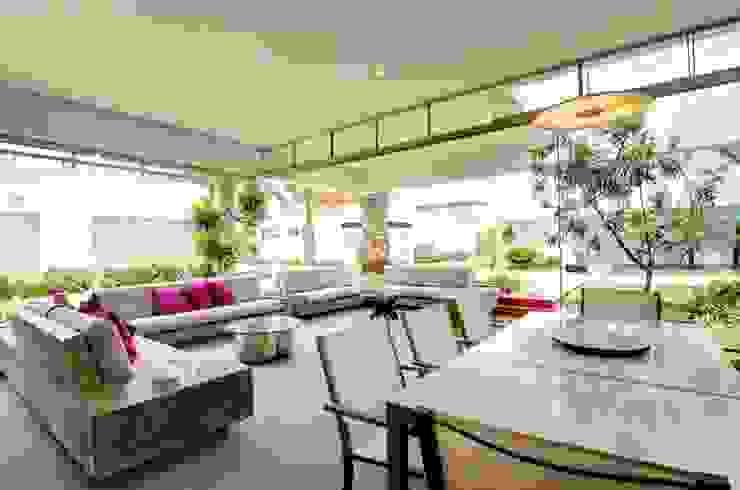 Casa Seta Salle à manger moderne par Martin Dulanto Moderne