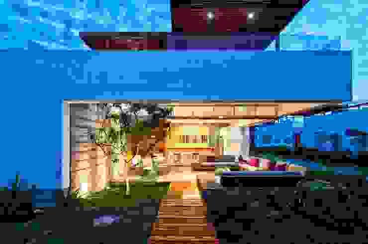Casa Seta Balcon, Veranda & Terrasse modernes par Martin Dulanto Moderne
