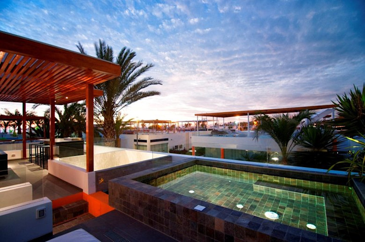 Casa Seta Piscinas de estilo moderno de Martin Dulanto Moderno