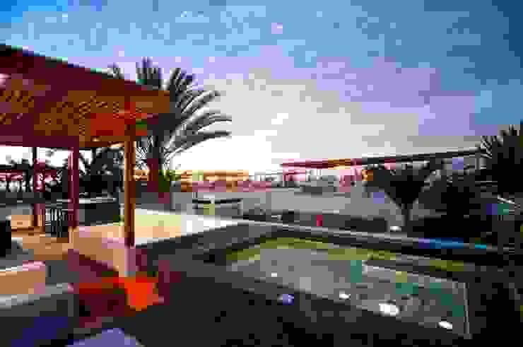 Casa Seta Piscinas modernas por Martin Dulanto Moderno