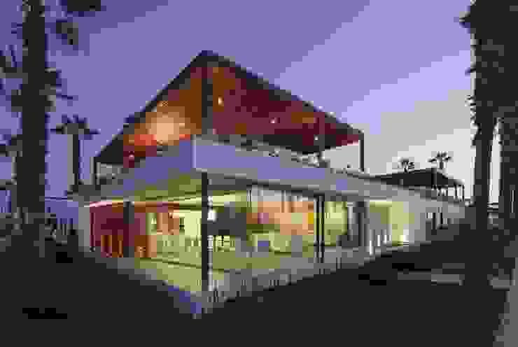 Casa P12 Casas modernas: Ideas, imágenes y decoración de Martin Dulanto Moderno