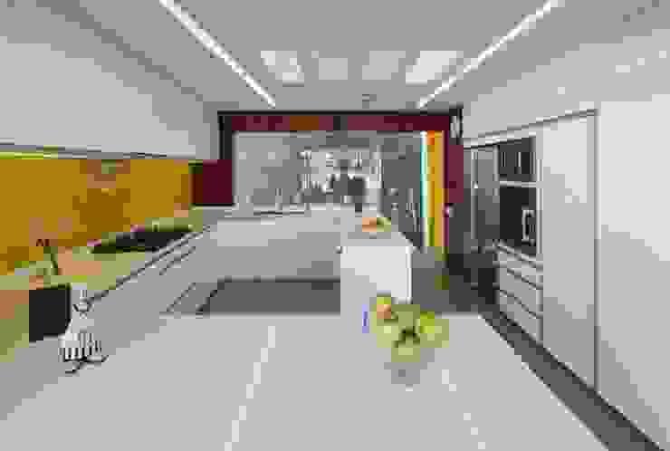 Casa P12 Cocinas modernas: Ideas, imágenes y decoración de Martin Dulanto Moderno