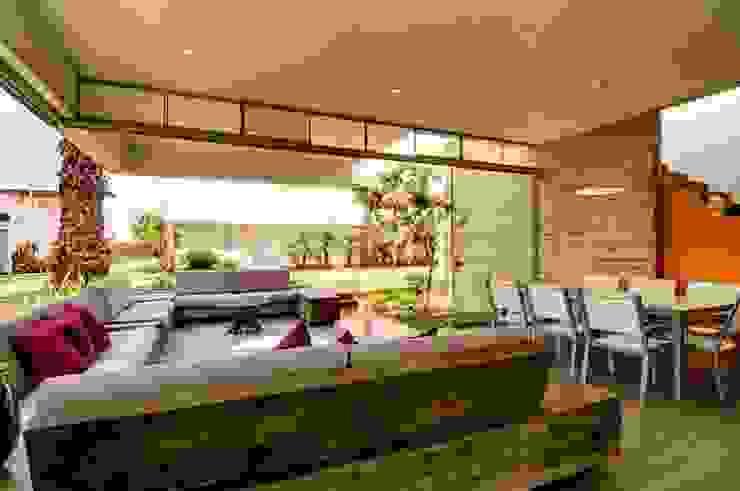 Casa Seta Modern living room by Martin Dulanto Modern