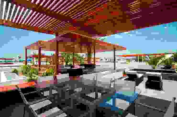 Casa Seta Balcones y terrazas modernos de Martin Dulanto Moderno