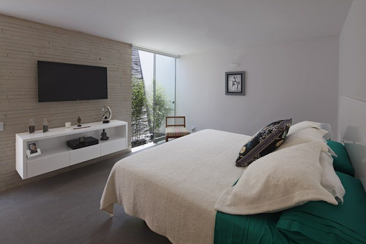 Casa P12 Modern style bedroom by Martin Dulanto Modern