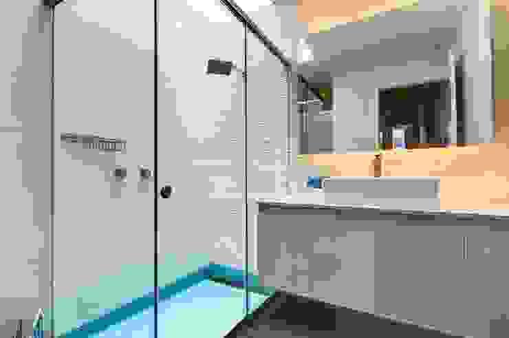 Casa Seta Martin Dulanto Baños de estilo moderno