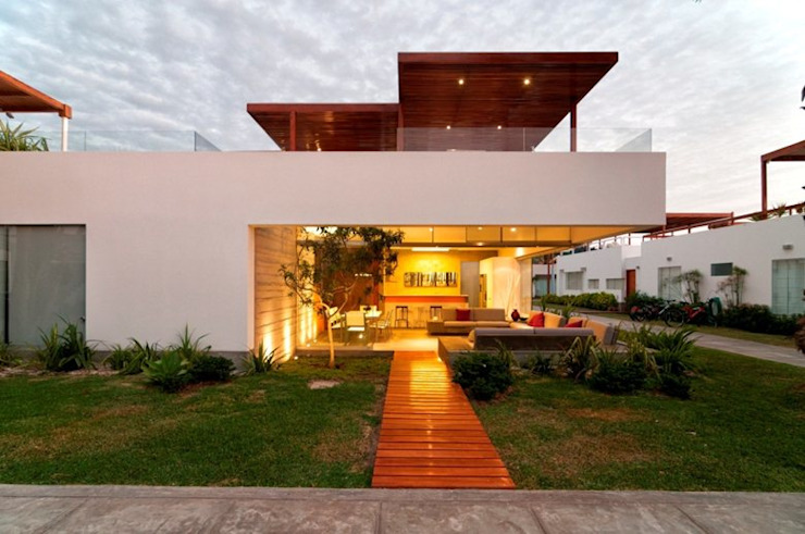 Casa Seta モダンな 家 の Martin Dulanto モダン