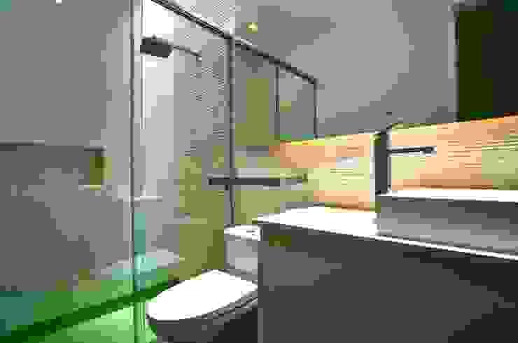 Casa Seta: Baños de estilo  por Martin Dulanto, Moderno