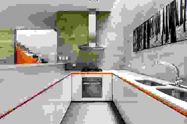 Casa Seta: Cocinas de estilo  por Martin Dulanto,
