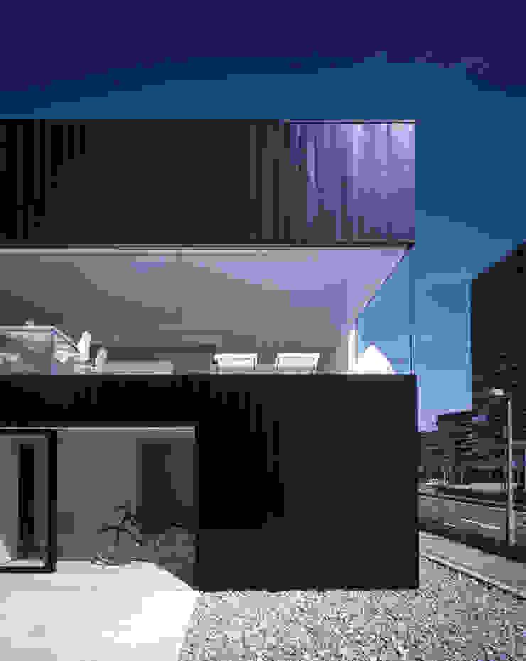 Casas de estilo minimalista de SHSTT Minimalista Metal