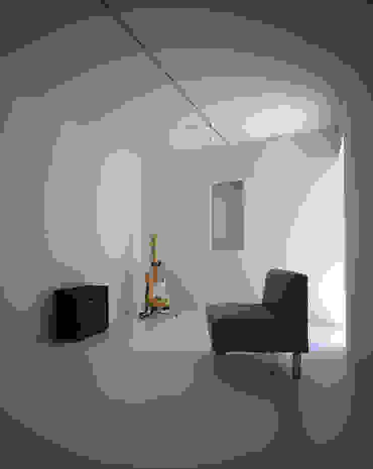Dormitorios de estilo minimalista de SHSTT Minimalista Madera Acabado en madera