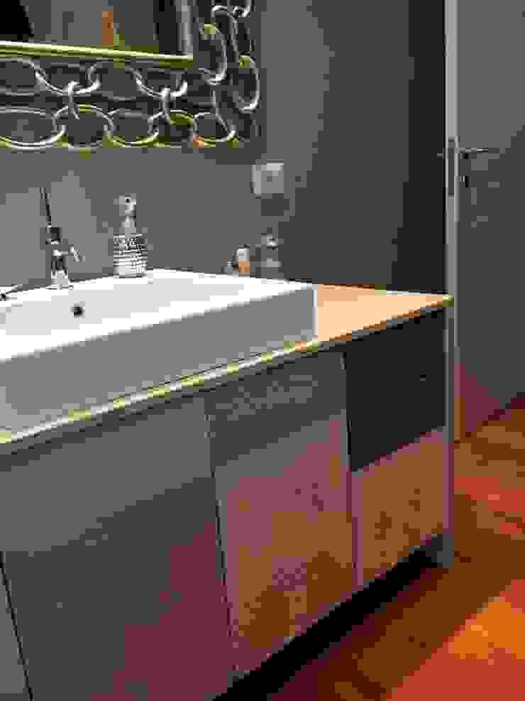 bilune studio Modern bathroom