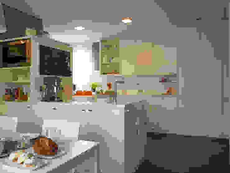 Una coqueta pizarra dulcifica el espacio Cocinas de estilo moderno de DEULONDER arquitectura domestica Moderno
