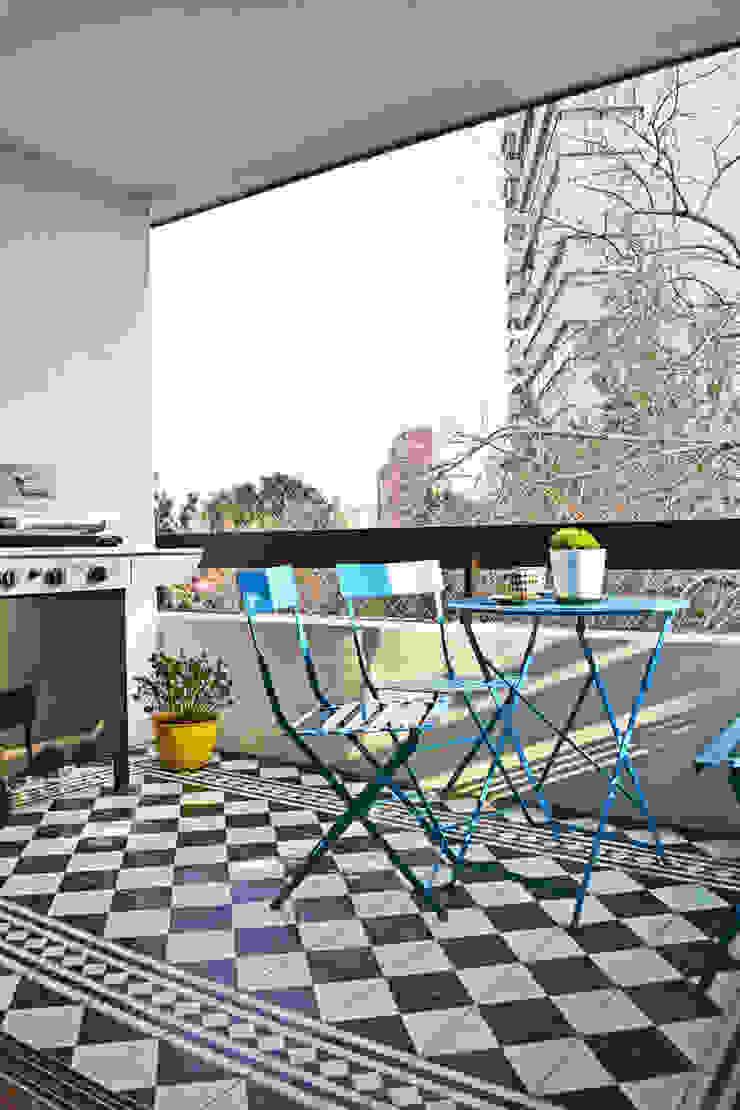 ESTUDIO BASE ARQUITECTOS Balcones y terrazas de estilo moderno