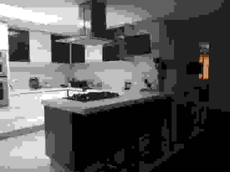 PROYECTO MOBILIARIO HOGAR APARTAMENTO Cocinas modernas de La Carpinteria - Mobiliario Comercial Moderno
