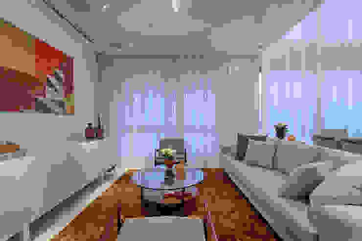 Living Salas de estar clássicas por Emmanuelle Eduardo Arquitetura e Interiores Clássico