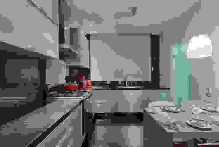 Cozinha Cozinhas modernas por Emmanuelle Eduardo Arquitetura e Interiores Moderno