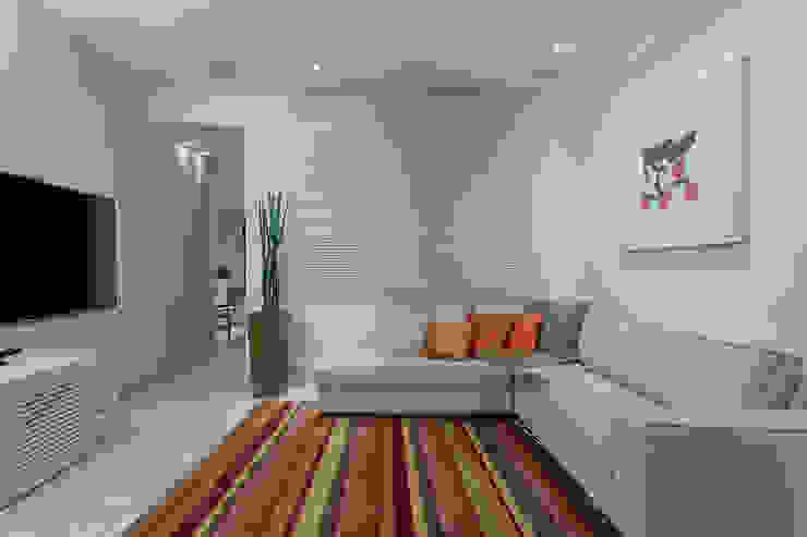 Modern Oturma Odası Emmanuelle Eduardo Arquitetura e Interiores Modern