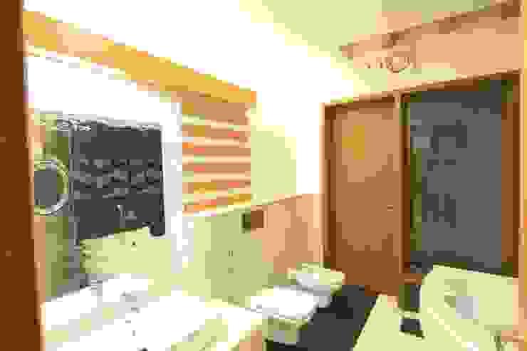 Toilet Modern bathroom by Ansari Architects Modern
