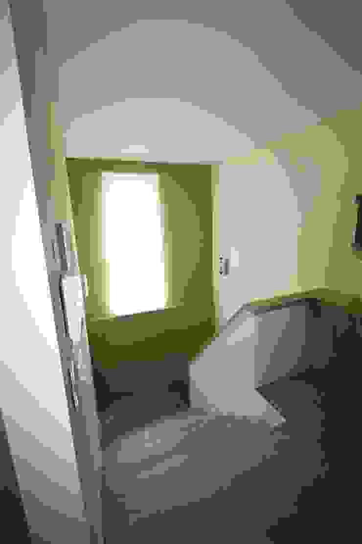 26_Hall de entrada por MGD-ARQUITECTOS, Lda.