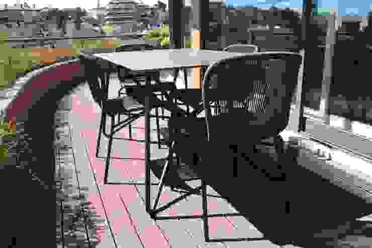 Balcones y terrazas modernos de Consigo Interiores Moderno