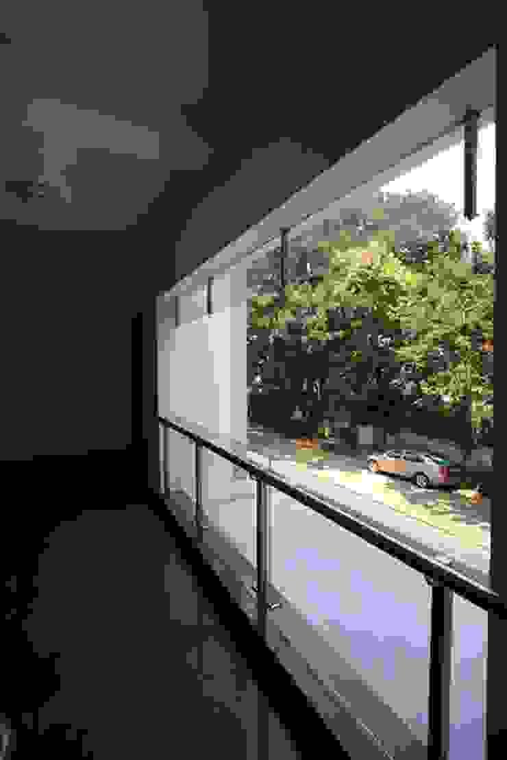 Corridor Modern corridor, hallway & stairs by Ansari Architects Modern