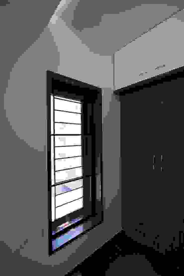 Bedroom Modern windows & doors by Ansari Architects Modern