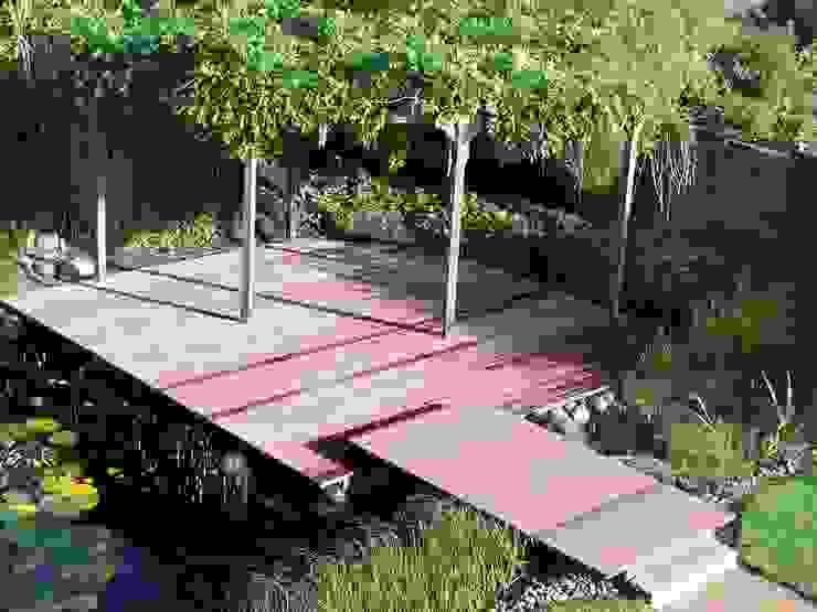 Balcones y terrazas de estilo clásico de Kahrs GmbH Clásico Madera Acabado en madera