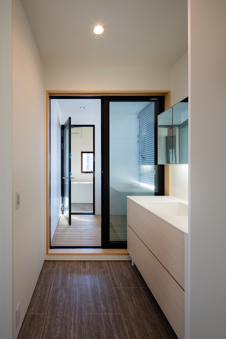 Banheiros modernos por 設計事務所アーキプレイス Moderno