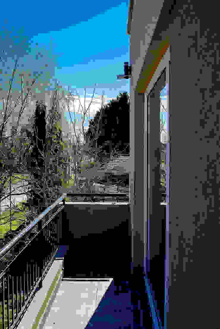 Casa Teo Balcones y terrazas modernos: Ideas, imágenes y decoración de Ego-Arquitectura Moderno