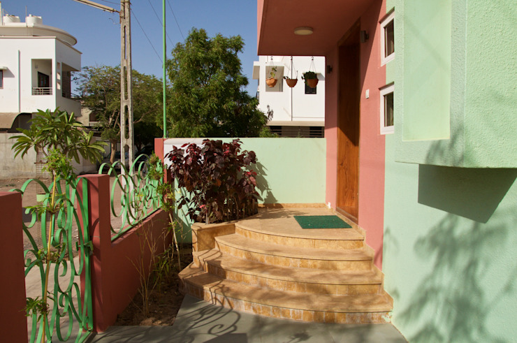 Bungalow in Bhuj Design Kkarma (India) Eclectic style balcony, veranda & terrace