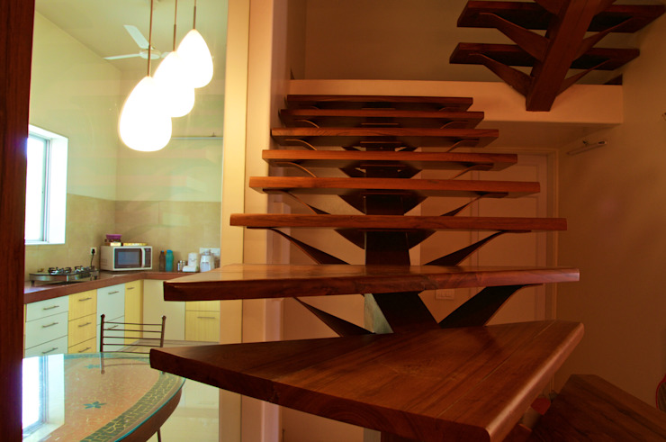 Bungalow in Bhuj Eclectic style corridor, hallway & stairs by Design Kkarma (India) Eclectic
