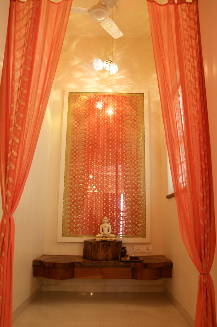 Bungalow in Bhuj Eclectic style living room by Design Kkarma (India) Eclectic