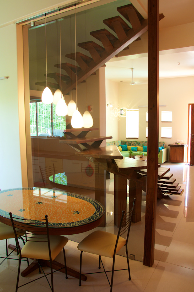 Bungalow in Bhuj Eclectic style dining room by Design Kkarma (India) Eclectic