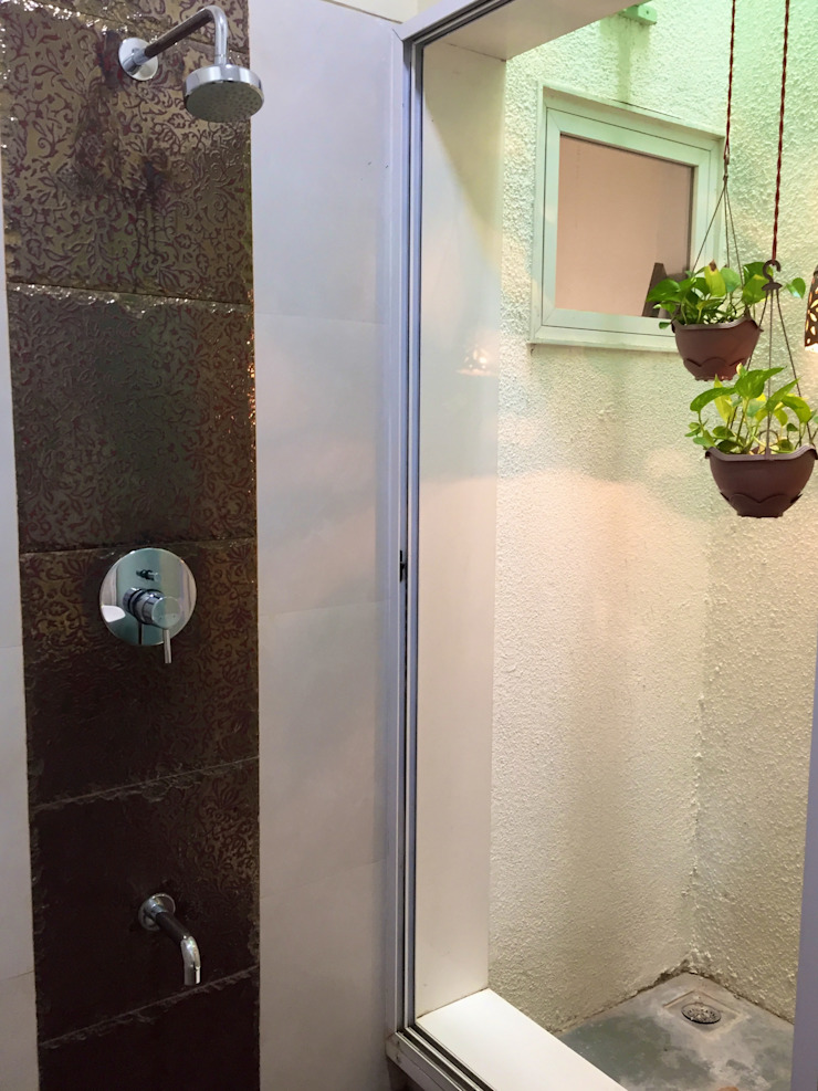 Bungalow in Bhuj Eclectic style bathroom by Design Kkarma (India) Eclectic