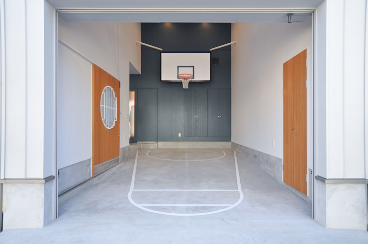 Modern garage/shed by (株)独楽蔵 KOMAGURA Modern
