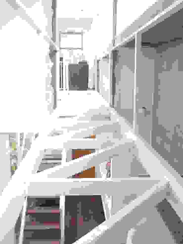 Vivienda Unifamiliar / Ampliación Dormitorios modernos: Ideas, imágenes y decoración de ArquitectoRossiniTulio Moderno