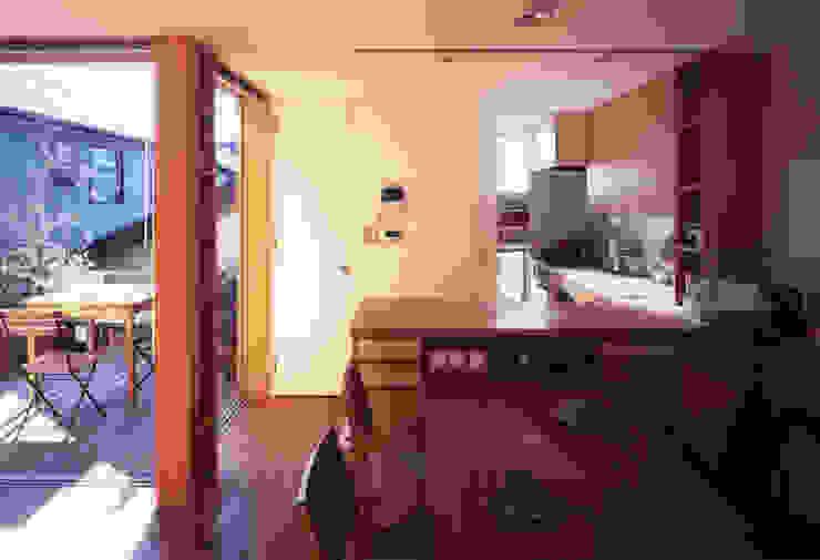 静岡の家 case001 モダンデザインの ダイニング の 岩川アトリエ モダン