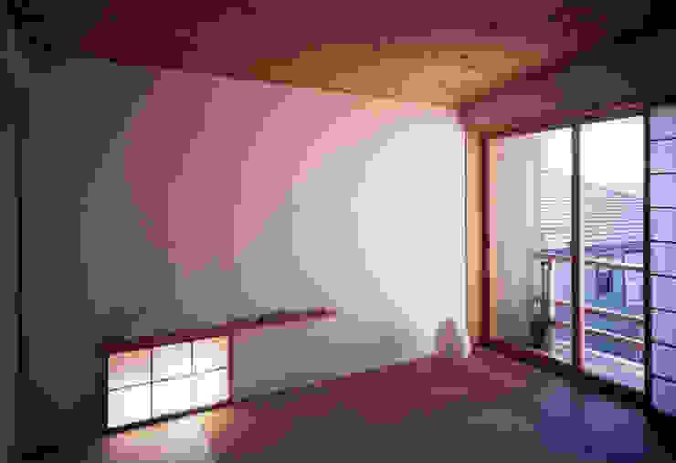 静岡の家 case001 クラシックデザインの 多目的室 の 岩川アトリエ クラシック