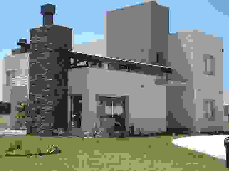 Estudio Arquitectura Integral Modern houses