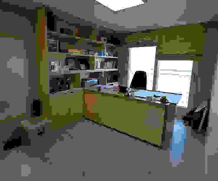 청라반도보라 2차 (Chunglabanbobora 2nd) 모던스타일 서재 / 사무실 by 진플랜 모던
