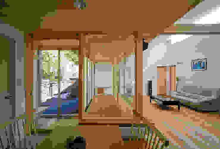 Ruang Makan oleh 岩川アトリエ, Modern