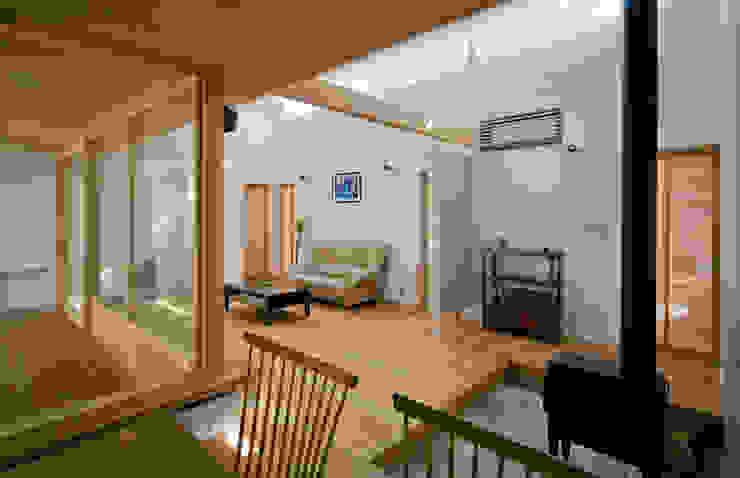 Ruang Keluarga oleh 岩川アトリエ, Modern