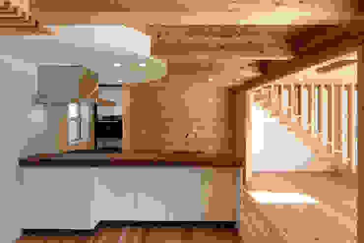 流山中庭を囲む家 Cuisine moderne par 高野三上アーキテクツ一級建築設計事務所 TM Architects Moderne