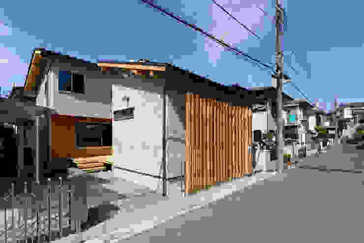 流山中庭を囲む家 Maisons modernes par 高野三上アーキテクツ一級建築設計事務所 TM Architects Moderne