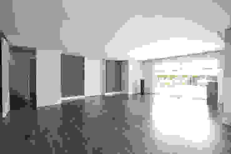 Reforma vivienda unifamiliar en Gijón Salones de estilo moderno de Bocetto Interiorismo y Construcción Moderno