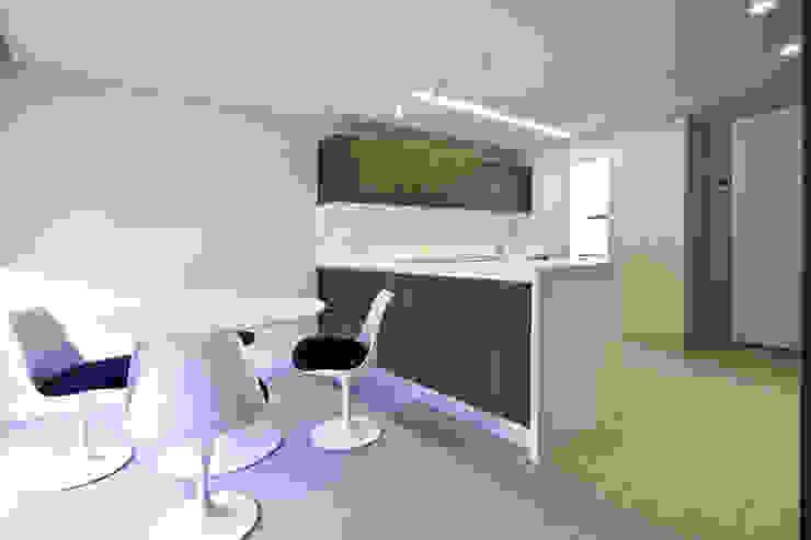 Reforma vivienda unifamiliar en Gijón Cocinas de estilo moderno de Bocetto Interiorismo y Construcción Moderno