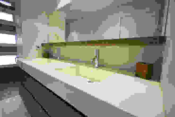 Reforma vivienda unifamiliar en Gijón Baños de estilo moderno de Bocetto Interiorismo y Construcción Moderno