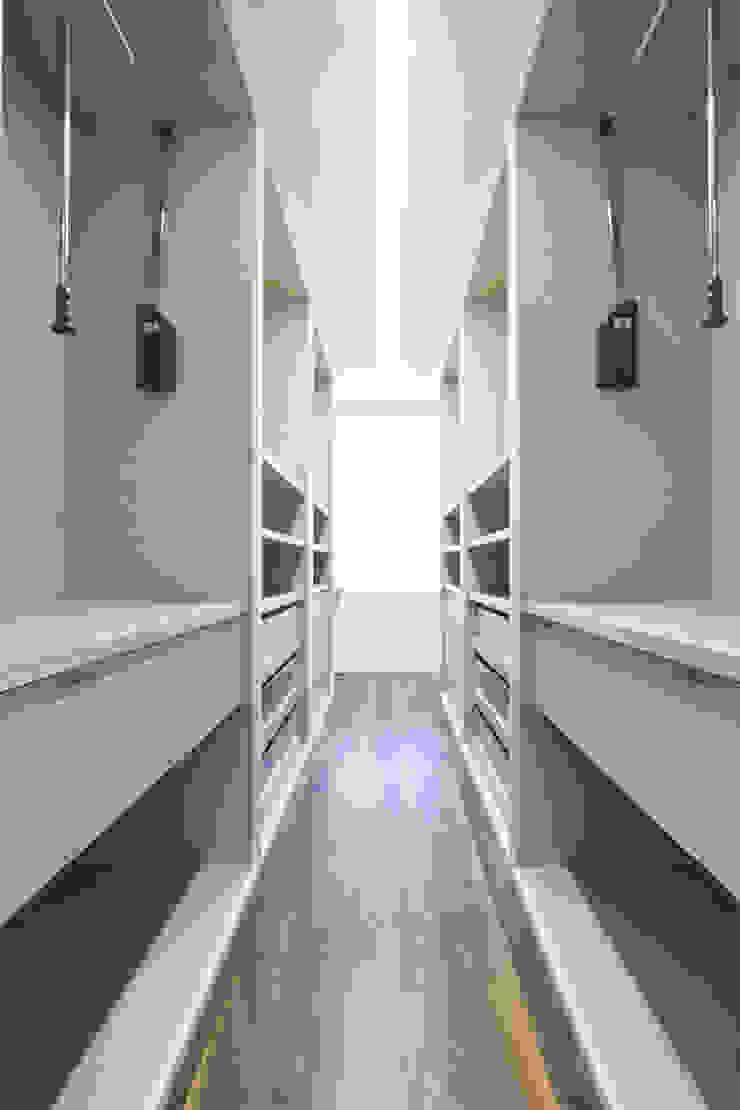 Reforma vivienda unifamiliar en Gijón Vestidores de estilo moderno de Bocetto Interiorismo y Construcción Moderno